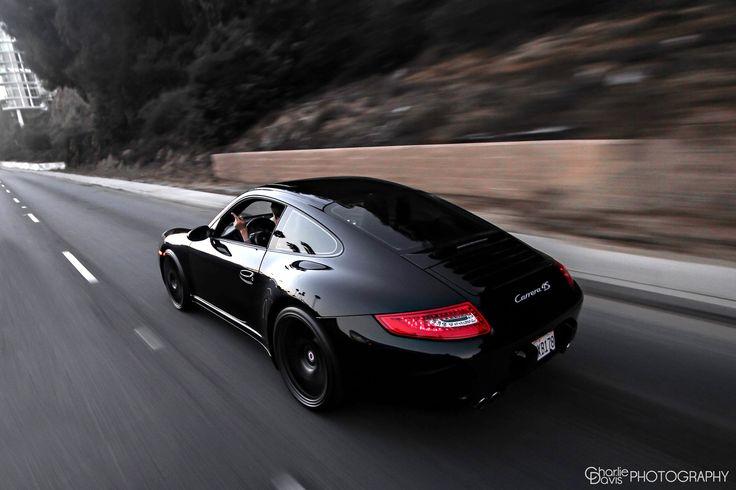 Black Porsche 911 (997) Carrera 4s