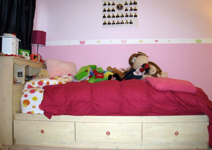 25 best ideas about twin bed with drawers on pinterest for Kids twin bed with drawers