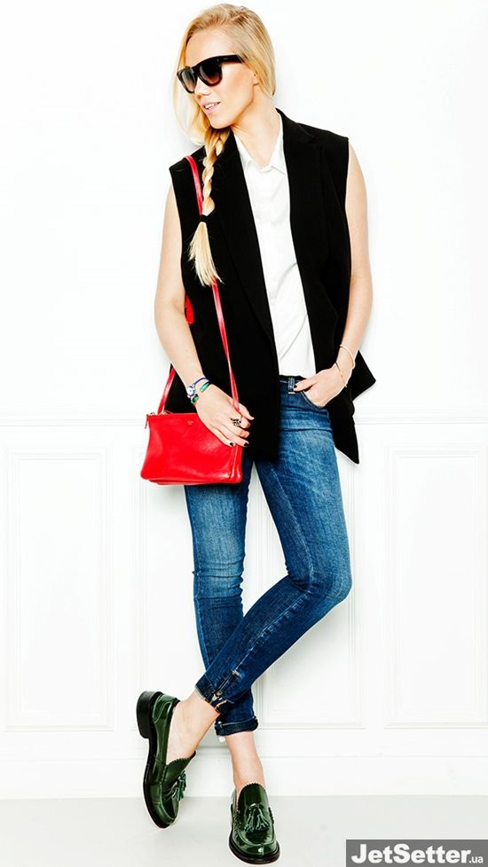 Жилет Philip Lim, блуза без рукавов Poustovit, джинсы Dolce&Gabbana, лоферы, сумка Celine, очки Prada