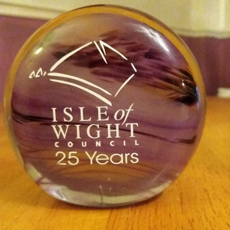 GLORY ART GLASS SANDOWN ISLE OF WIGHT PURPLE PAPERWEIGHTCOMMEMORATIVE COUNCIL 25