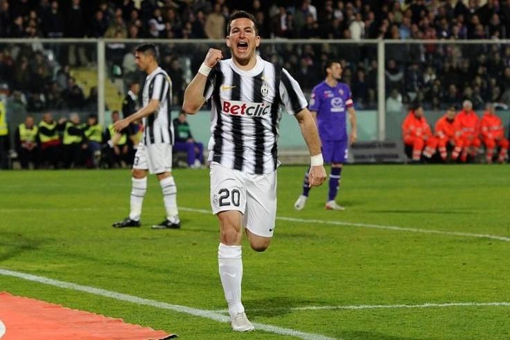 Simone Padoin celebrates his goal against Fiorentina.