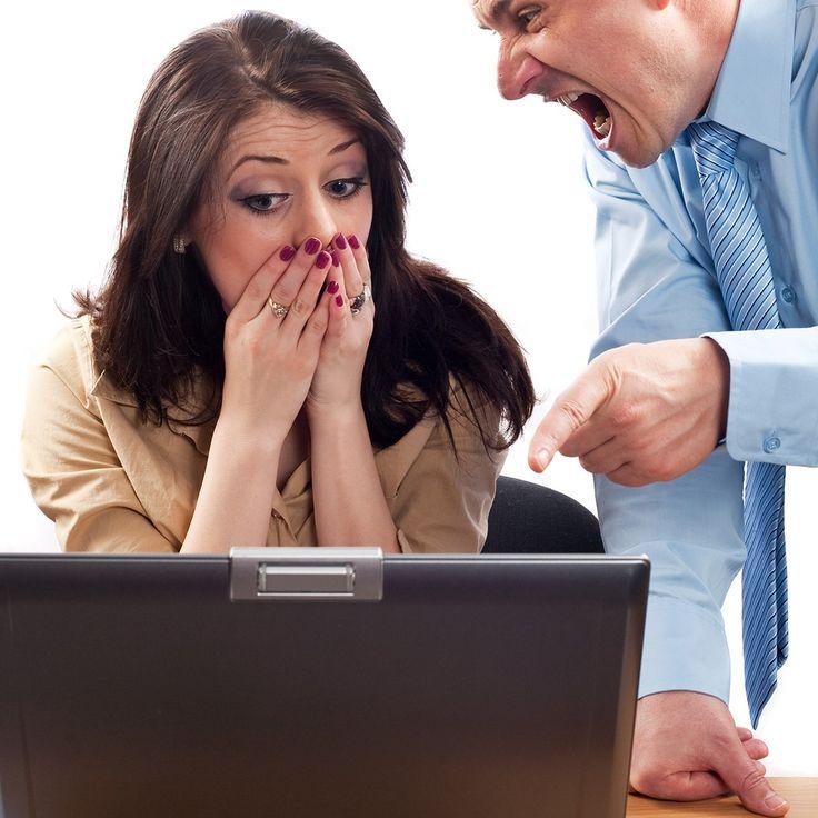 1. PATRONUNUZLA OLAN MESAFENİZİ KAYBEDİN. ONUNLA SAMİMİ OLUN. Patronunuzla yakınlaşmak aleyhinize sonuçlar doğurabilir. Öyle ki patronunuz samimiyetinizden faydalanıp, size normalde yaptıramayacağı pek çok şeyi yaptırabilir, ancak sizin hayır deme lüksünüz yoktur, çünkü hala o patron sizde işçisinizdir. Sonuç olarak çekilmez bir iş temposuna sahip olup kendi insiyatifinizle işi bırakırsınız. Bir işi daha kaydettiniz üzgünüz. 2. İŞE GECİKİN