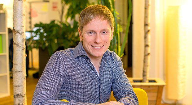 Vom Chef zum Teammitglied: Nicolaj Armbrust hat die Hierarchien in seiner eigenen Firma abgeschafft. Seit zwei Jahren ist Traum-Ferienwohnung ein Unternehmen ohne Chefs und Abteilungsleiter.