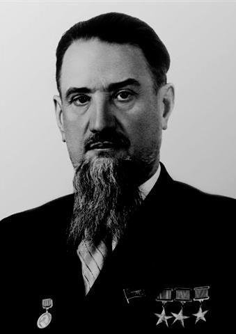 Игорь Курчатов  Ему принадлежит серия глобальных открытий в области ядерной физики. В их числе – создание первого в Европе атомного реактора, первой в СССР атомной бомбы, первой в мире термоядерной бомбы. В 1954 году под его руководством сооружена первая в мире атомная электростанция – Обнинская АЭС.