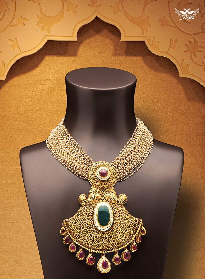 Wear the golden splendor!  #GoldJewellery #Jewellery #Jewelry #EmeraldJewellery #GemstoneJewellery