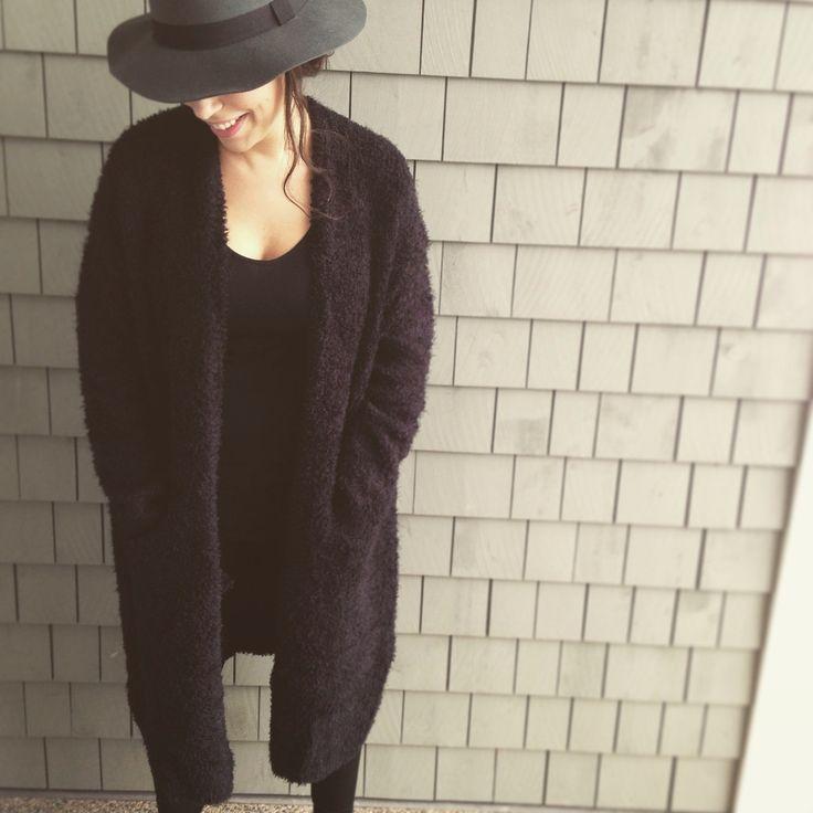 long cardi .black. cozy sweater. bohochic. bohostyle. streetstlye. online shopping. fashion. style. easy looks
