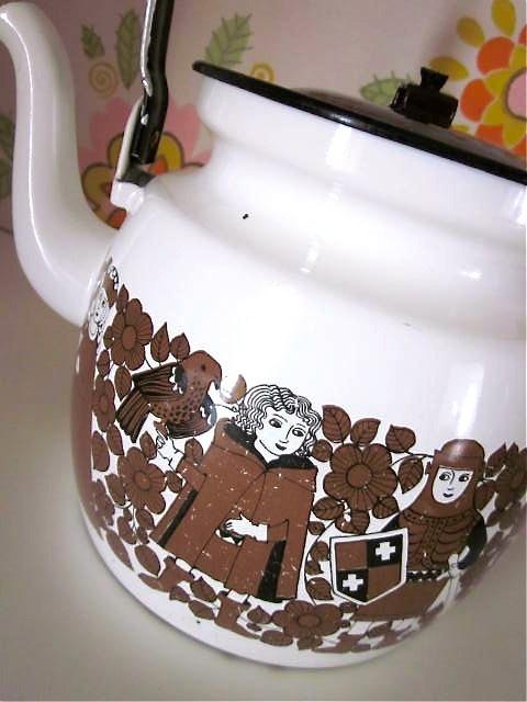 Vintage enamel kettle, by Arabia - Finland