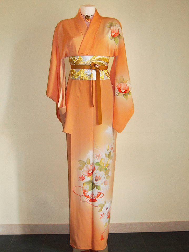Tsukesage Kimono con meraviglioso motivo di fiori di pruno, peonie e foglie d'acero dipinto a mano e ricamato + cintura obi artigianale + spilla/ciondolo d'epoca PEZZO UNICO - 100% SETA