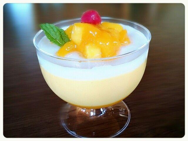 マンゴープリン  ¥432(400) 濃厚なマンゴーの香りと味が、お口のなかで飛び跳ねます(´∩ω∩`)(´∩ω∩`)♡ ココナッツのゼリーとの組み合わせがまたあうのです(  ´﹀` )
