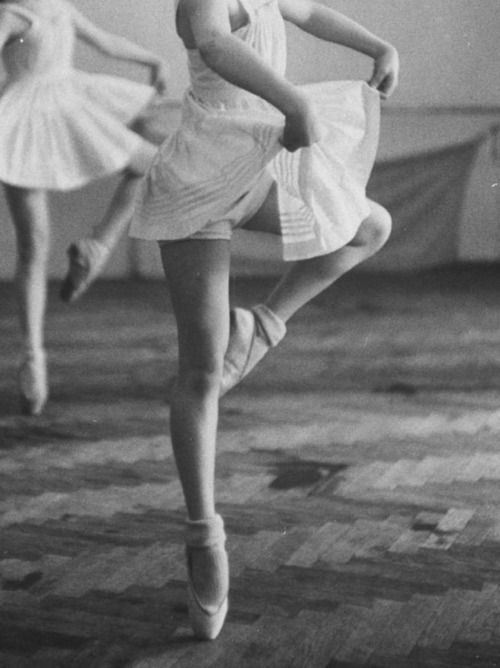 ::: Old Schools, Point Shoes, Ballet Pictures, Dancers, En Pointe, Ballerinas, Vintage Lace, Real Beautiful, Retro Beautiful