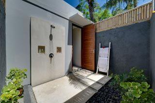 Villa Malimbu Cliff - shower di kamar tamu lantai atas