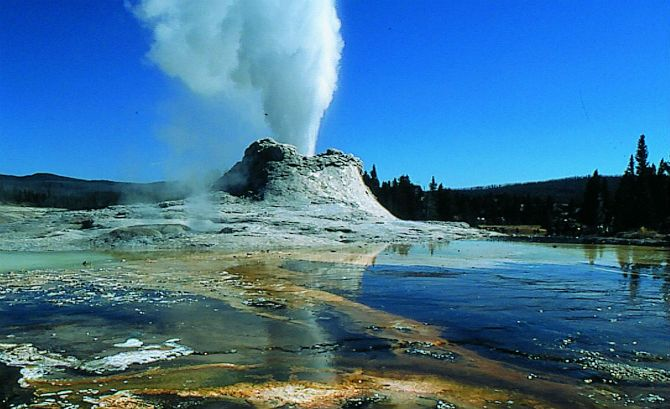 Yellowstone Volcano Eruption? USGS Records 99 Earthquakes In July Of 2014