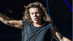 This Photo Of Harry Styles With Straight Hair Is A Lot To Handle - MTV