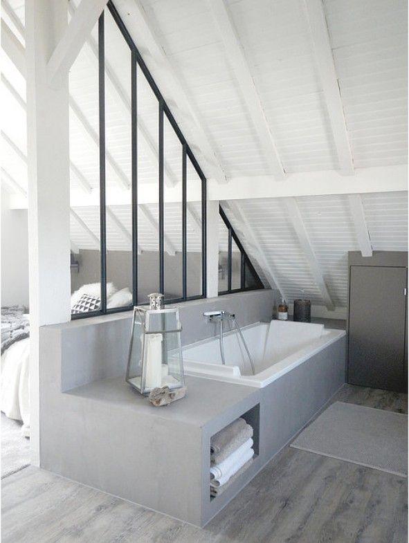 AAC  - Rencontre un Archi Prenez rendez-vous avec un Archi pour 50€.   Style boheme Placard, peinture grise, bois, combles, verrière, salle de bain, baignoire, béton ciré, parquet gris