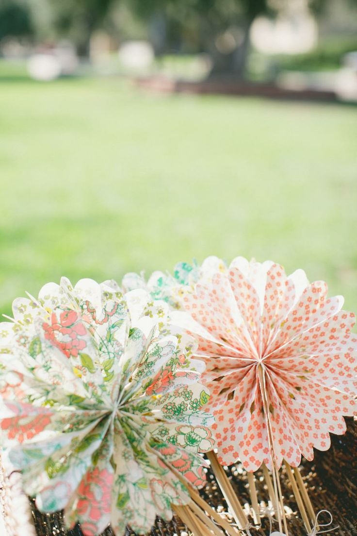 inspiration | keep your guests cool with paper fans | flora crinkle fans from BHLDN | via: style me pretty