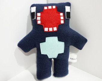Favorece la fiesta de Minecraft! (No oficial) Producto artesanal hecho por mi...  ** Elige tu paquete y si desea cambiar los colores o añadir una mezcla de tiene como en la foto 5... solo tienes que enviarme un mensaje y a hacerlo realidad. =] **  Hecho con fieltro, relleno y cosido con hilo de bordar a juego a mano. Hecho con mucho amor y cuidado.  TAMAÑO ~ 3 pulgadas  * Por favor espere 8-12 días tu enredadera tiene que hacerse y serán enviados al día siguiente.  * El artículo que uste...
