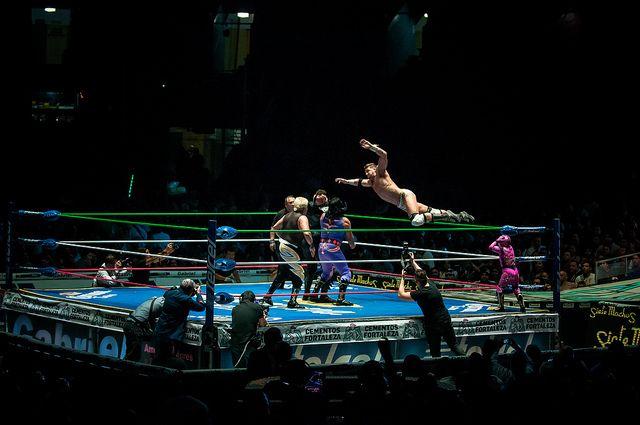 Na luta livre profissional, a maioria dos resultados são pré-definidos, criados por uma equipe de promoção, e contém movimentos coreográficos e ensaiados.