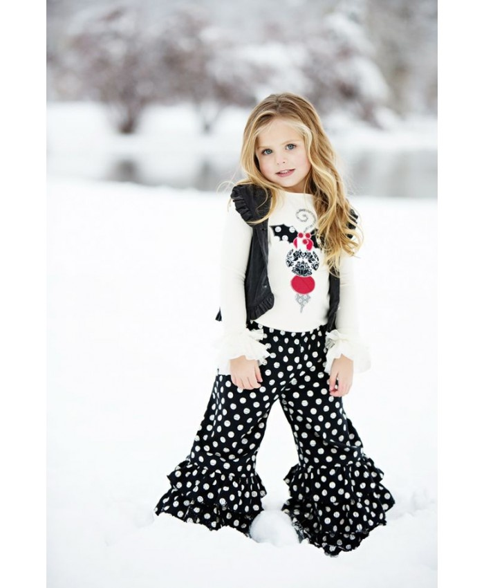 Girls' clothes have changed a lot in the last few years, and we think they got a heck of a lot cuter. The trend in girls' clothes is moving away from frills and ruffles - and towards comfortable, hip styles with fun prints and easy-to-wear cuts in which kids can actually live their lives.