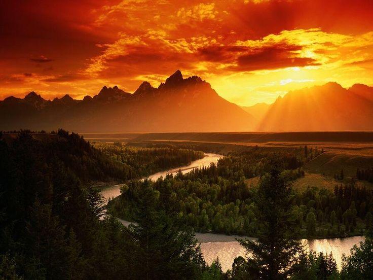 グランド・ティトン国立公園の夕日 - アメリカ・ワイオミング州西部