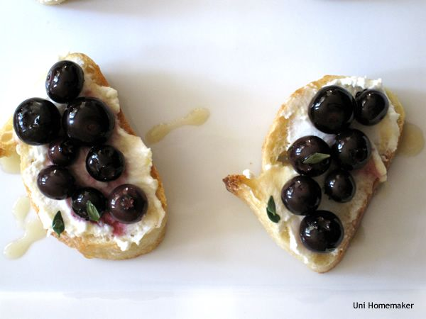 Roasted Blueberry Ricotta Crostini | Baby steps | Pinterest