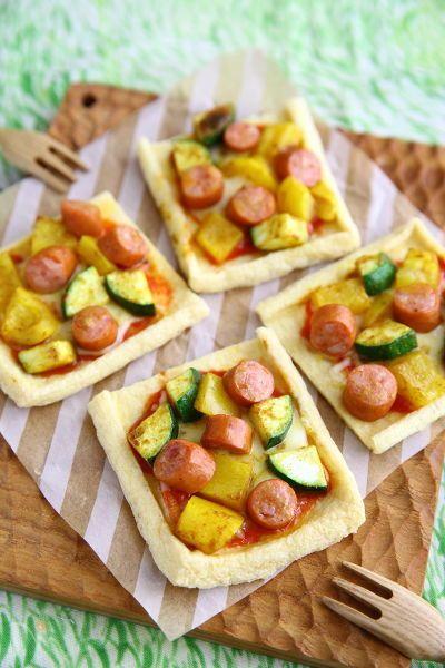 糖質オフ!でも満足感のあるカレー風味の超簡単な油揚げピザです。  チョリソーと角切り野菜で具材たっぷりボリューミーで、カレー粉の辛味でさらに満足感がアップします。