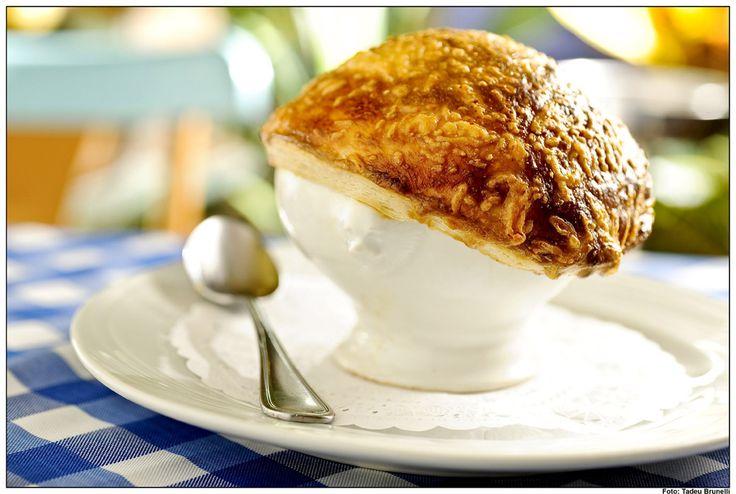 Sopa de cebola gratinada - receita fácil de fazer, prática, rápida, saborosa, vegetariana e diferente.