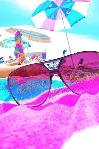 Memory: Looking through rose colored glasses- this soooo reminds me of Fort Meyer Beach just down from Lani Kai which is on TV all the time featuring the Spring Breakers. Jannis told us to be careful on the time we went over there and I forgot to call, and Del and I along with some friends were stuck in traffic for hours. LOL- learned a valuable lesson.