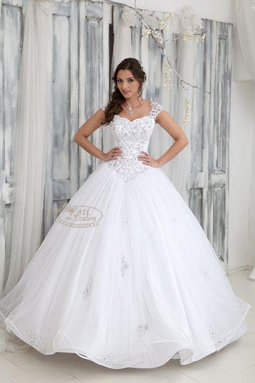 297- tüll esküvői ruha, csipke vállrésszel