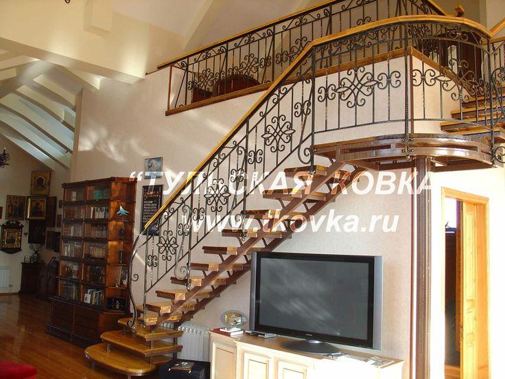 Кованая лестница для дома. A wrought-iron staircase to the house