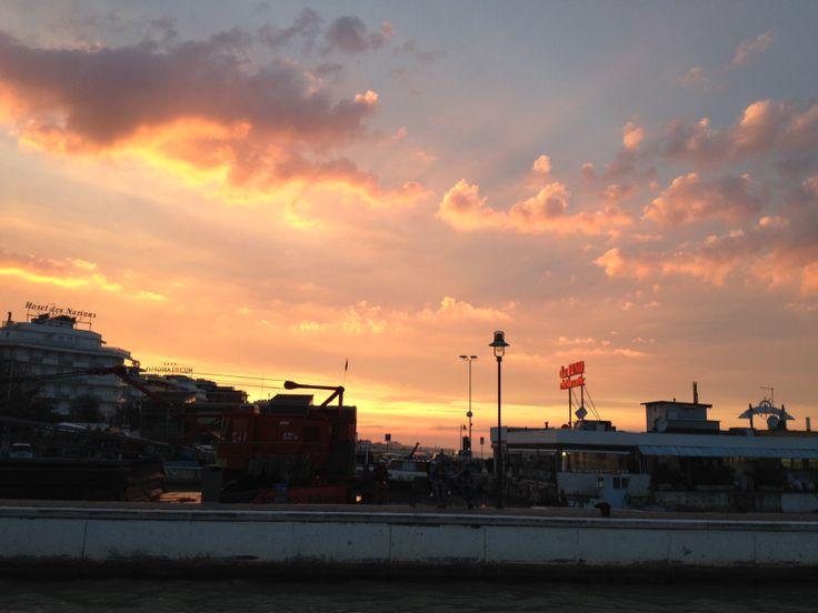 Il porto di Riccione al tramonto.......rosso di sera bel tempo si spera !