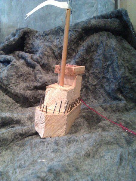 25 unieke idee n over hout projecten kids op pinterest kids woodworking projects vogelhuisje - Tafel nachtkastje balances ...