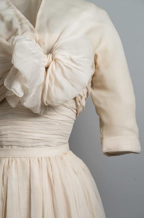 Cream silk chiffon evening ensemble by Christian Dior, worn by Princess Margaret, 1950s. Fashion Museum Bath