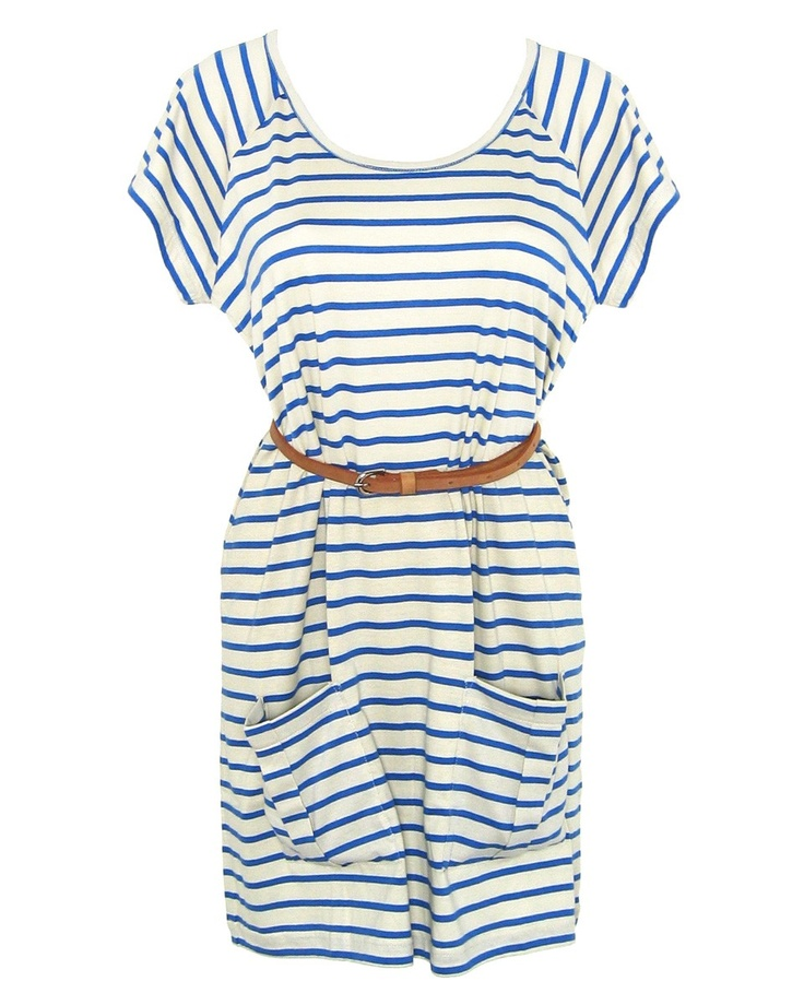 Wouldn't know it today, but summer is around the corner. This dress is lovely for sunny summer days. Fashion conscious - love it!