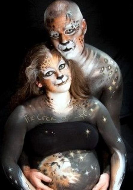 Does this couple know that Simba was a lion?   26 Pregnancy Announcement Photos That Must Be Stopped