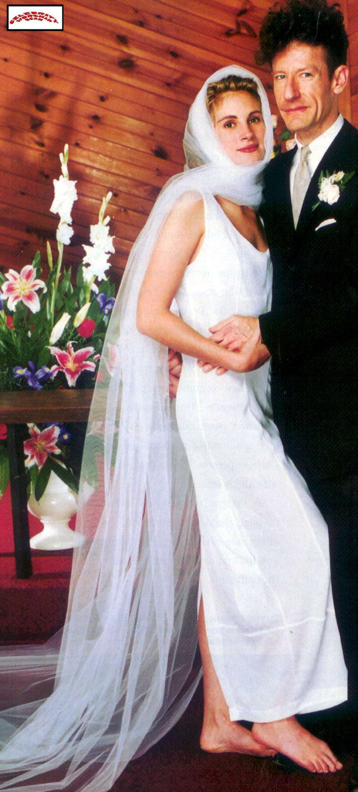 The barefoot bride Julia Roberts and 1st husband Lyle Lovett; later divorced.