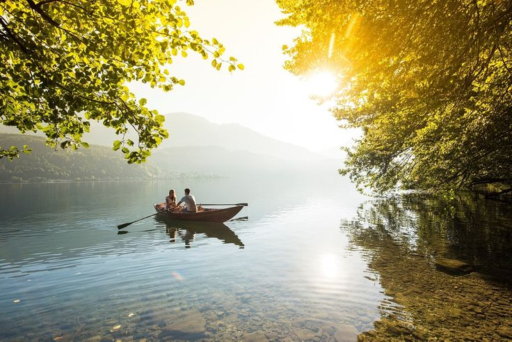 Eine romantische Ruderbootsfahrt über den Millstätter See ans Südufer.