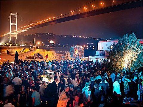 Vita notturna ad Istanbul. Esperienza per single indimenticabile!