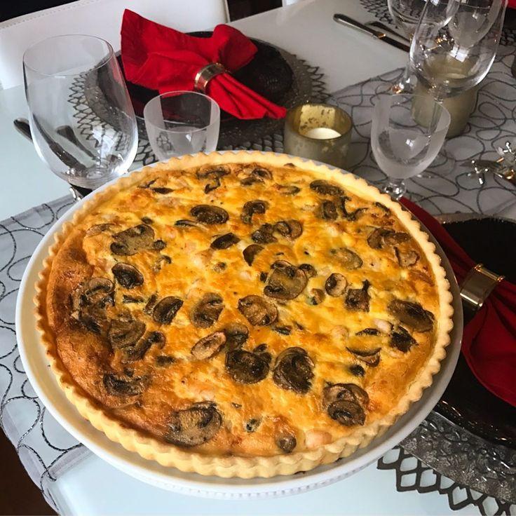 パリから来日中のPascale Alemany先生のレッスンを受講する機会を頂き参加してきました(*^^*)日本でもフランスの家庭料理やお菓子の本を出版されていて、パリや日本で長年料理教室を開催されている方です♫  今回学んだのは、#Coq au Vin(#鶏肉の赤ワイン煮込み)、#Tarte aux Fruits de Mar(海の幸のタルト)、Fondant de #Chocolat A L'Orange(オレンジ風味のフォンダンショコラ)の3品。いずれも家ですぐに復習できる手軽なレシピながら、とっても美味しかったです。海の幸のタルト(#キッシュ)は、サクサクの#パートブリゼ(タルト生地)も簡単に作れたので、連休中に復習してみたいと思います♫  パリの空気を感じられる素敵な時間でした☺️ #frenchcuisine#cookingclass#frenchfood#tarte#quiche #tart#seafoodquiche#coqauvin…