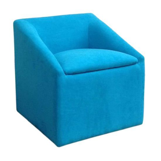 This striking storage ottoman is designed to adapt to any room while providing additional seating for you and your guest. With convenient hidden storage space, the seat flap is designed for easy openi