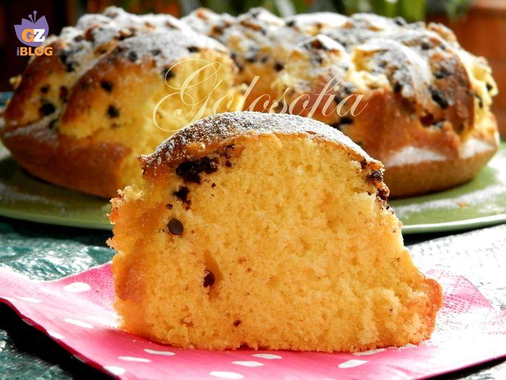 Ciambella alla panna e cioccolato, un dolce soffice e goloso, perfetto per la prima colazione!