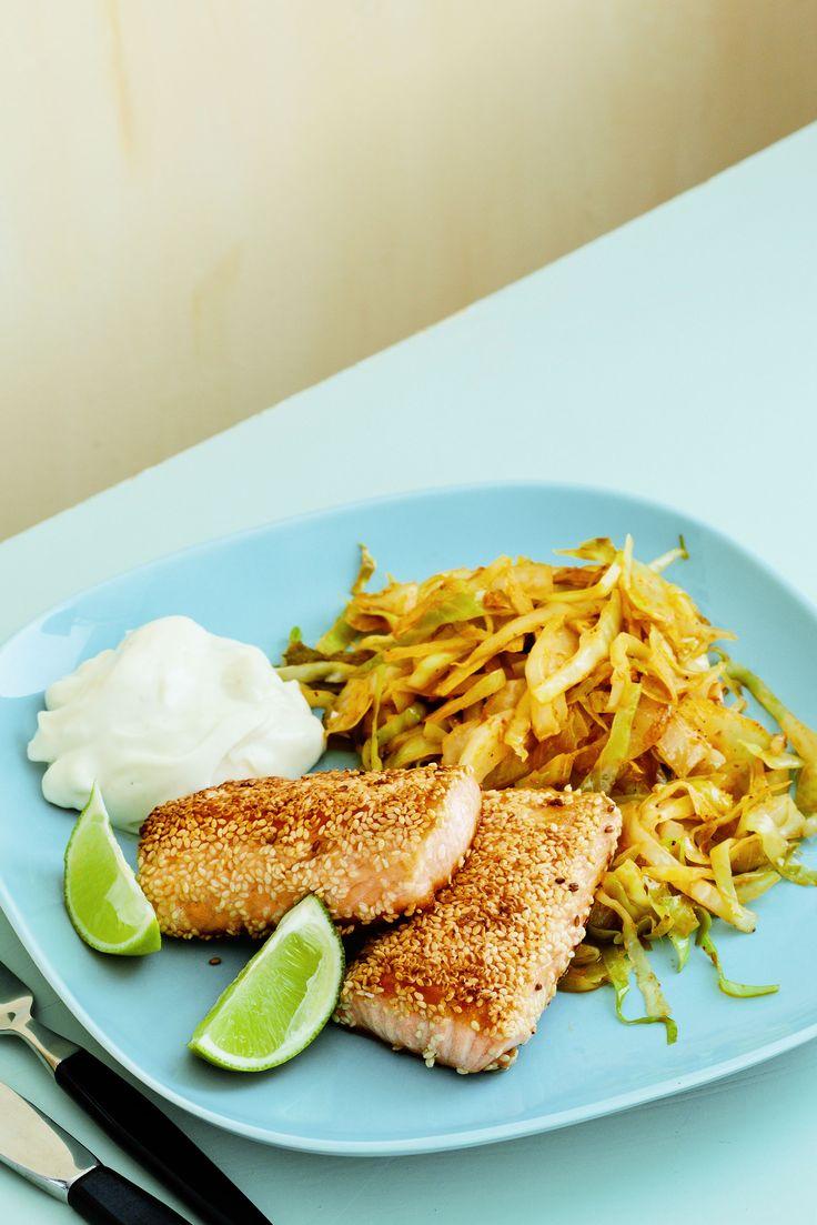 Sesamlax med currykål och limeaioli | Kostdoktorn