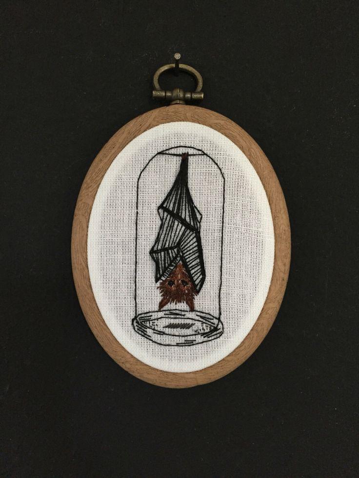 Een persoonlijke favoriet uit mijn Etsy shop https://www.etsy.com/nl/listing/463767839/embroidery-hoop-hanging-bat