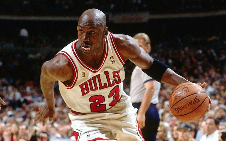 Michael Jordan to Klay Thompson: Break the Bulls' 72-10 record - http://www.sportsrageous.com/featured/michael-jordan-to-klay-thompson-break-the-bulls-72-10-record/7814/