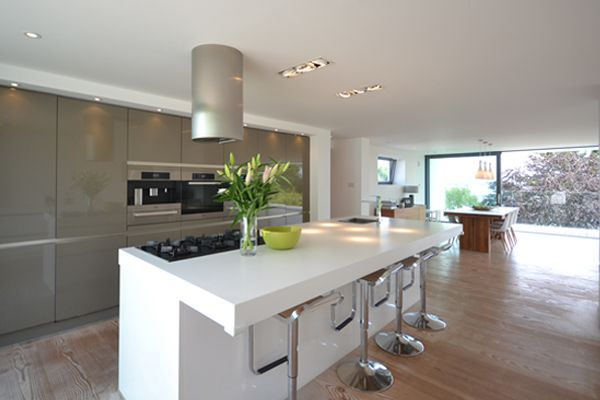 Stunning spacious contemporary kitchen at Salt House, St Ives, Cornwall. #selfcatering #interiors