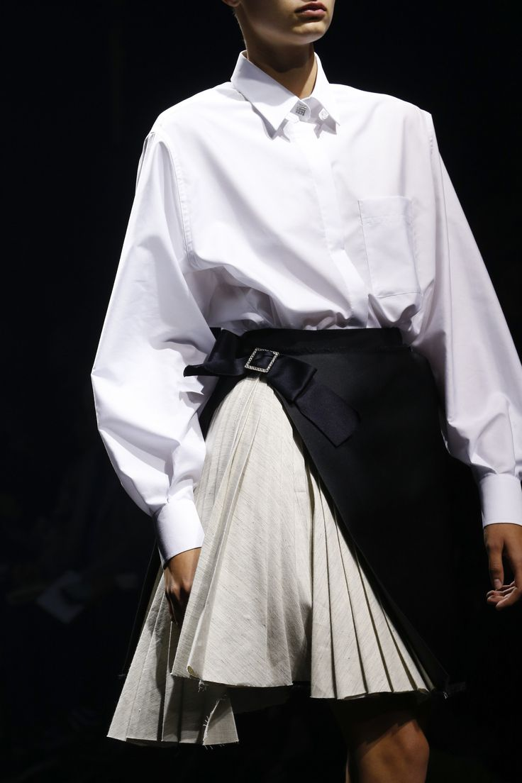 Love the pleated skirt/ wrap. See detail photos for Lanvin Spring 2016 Ready-to-Wear collection.