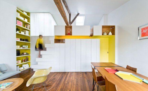 Mieszkanie, o powierzchni 72 m kw. znajduje się na poddaszu paryskiej kamienicy. Należy do młodej projektantki mody.