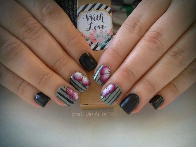 #acrylicnails #nails #essentialcare #portorafti #black #lovemyjob #onestroke #love