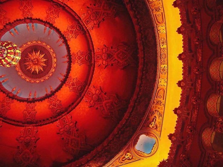 Потолок в форме купола театра Fox в г. Сент-Луис, штат Миссури.