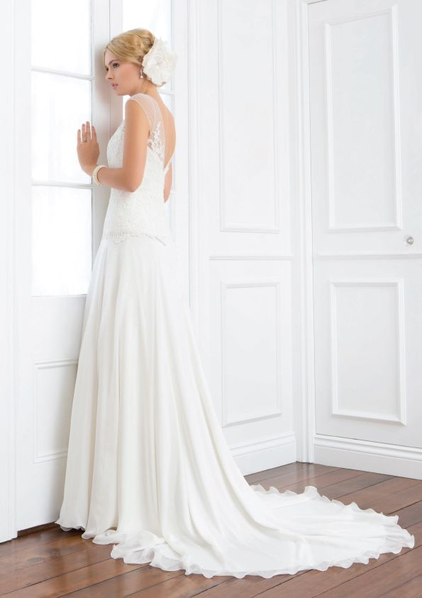Ivy - Wendy Makin Couture. Drop waist Wedding gown. V-back, shear sleeves, Lace bodice. Train. Classic. Australia.