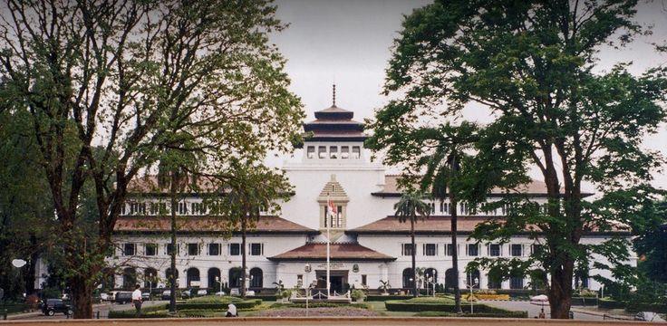 Alasan Wisata Bandung Menjadi Tempat Favorit Untuk Dikunjungi  #wonderfulindonesia #visitindonesia #visitbandung #Bandung #wisataBandung #bandungjuara #tempatwisatabandung #paketwisatabandung #hotelBandung #rentalmobilBandung #sewamobilbandung